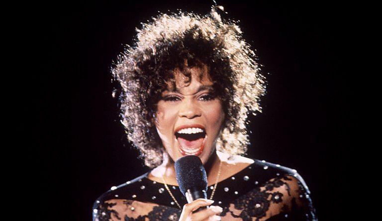 Una nueva investigación sobre la muerte de Whitney Houston sostiene que la cantante fue asesinada