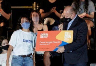 Perotti lanzó el boleto educativo gratuito en la provincia y ya comenzó la inscripción